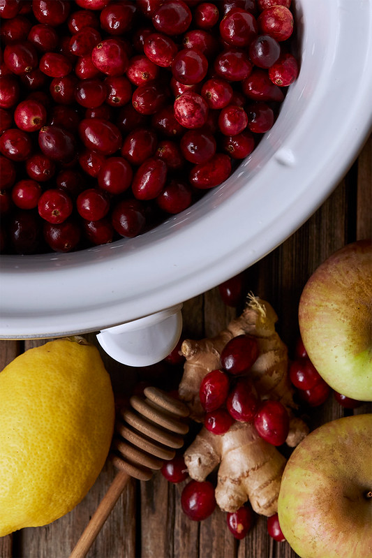 Slow Cooker Ginger Apple Cranberry Sauce