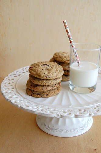 Milky Way and chocolate chip cookies / Cookies de Milky Way e chocolate amargo | by Patricia Scarpin