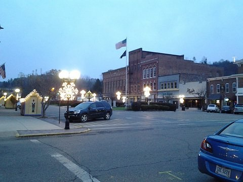The Public Square all lit up for the #holidays.   #Nelsonville #Ohio #AthensCountyOhio #ohiogram #ohioigers #ohioexplored #letsroamohio