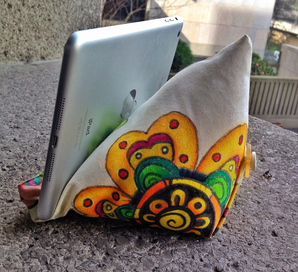 Ipad mini beanbag with hand painted fabric tutorial flickr ipad mini beanbag with hand painted fabric tutorial by antpodas baditri Image collections