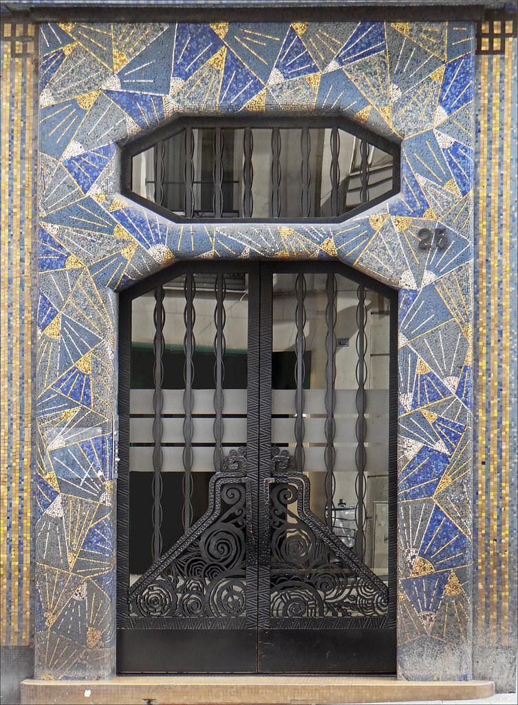 La maison bleue (art déco, Angers) | Une porte d\'entrée rue … | Flickr