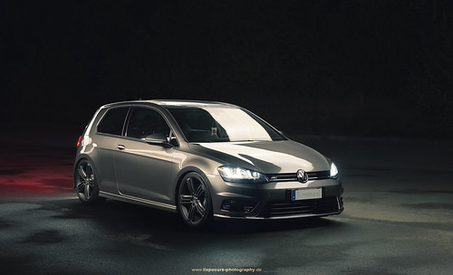 vw golf vii r line late night shot of the vw golf vii r. Black Bedroom Furniture Sets. Home Design Ideas