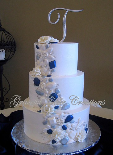 Cake White Navy Gold