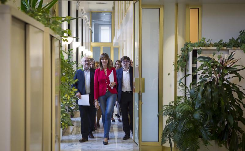 Los parlamentarios del PSE recogen sus acreditaciones en el Parlamento Vasco