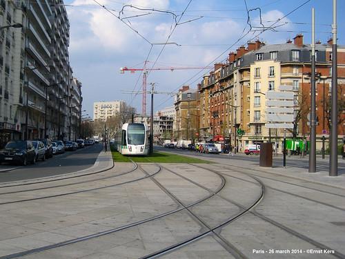 porte de vincennes a tram of line t3b before the ter ernst kers flickr