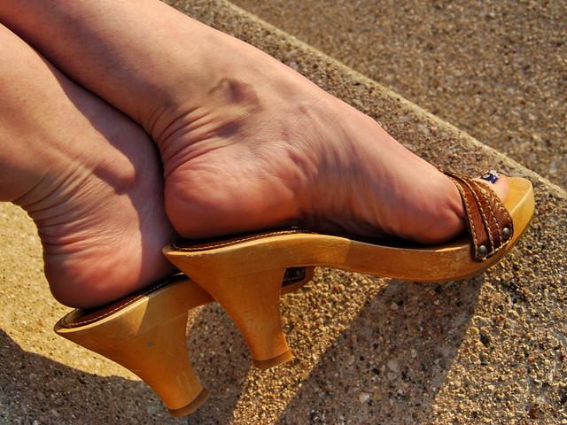 Milf feet in heels