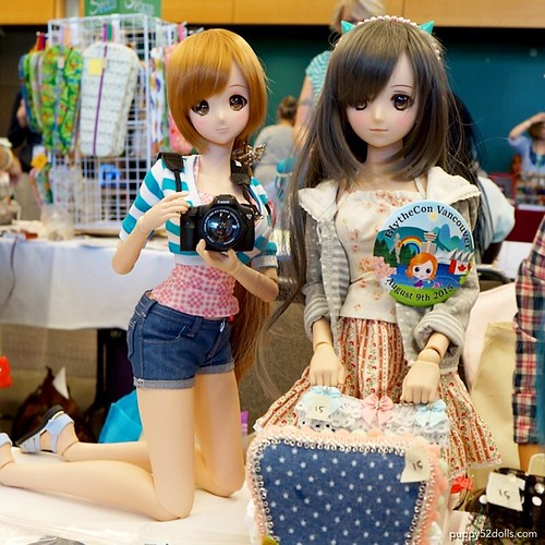 Mirai and @bluestarbaby 's Momo was working as our Booth babes XD #blytheconseattle #smartdoll #dollfiedream #puppy52dolls | by puppy52