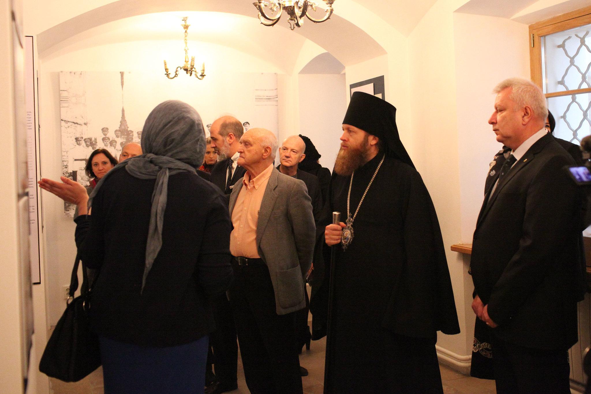 В Знаменской церкви Новоспасского монастыря открылась выставка «С нами Бог! Да воскреснет Россия!»