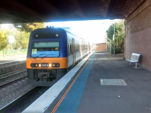 NSW Trainlink Cityrail diesel train at Bowral station | by phonakins