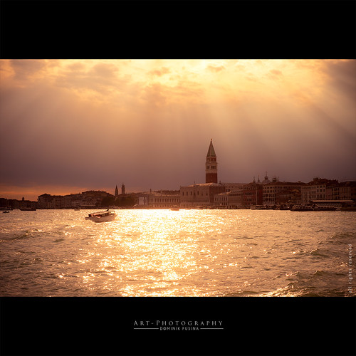 Gold Rays of Venice | FUJI x-T1 + 35mm | by dominikfoto