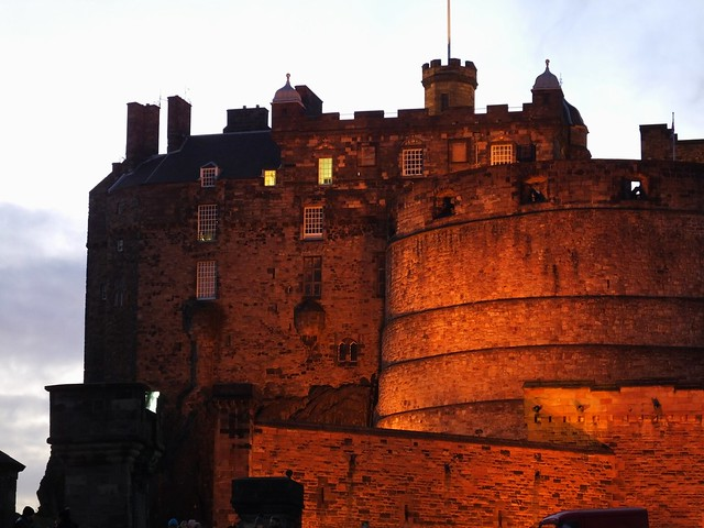 Edinburgh Castle at dusk 02