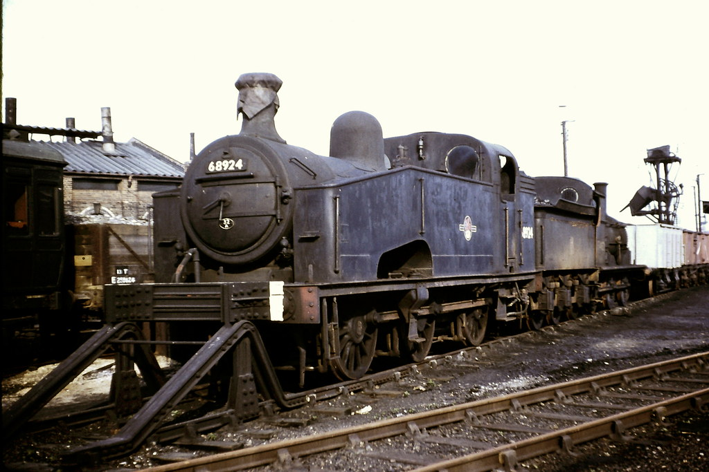 """GNR/LNER. Gresley """"J50"""" class 0-6-0T No. 68924.   With 65462…   Flickr"""