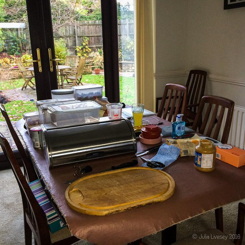 Breakfast & lunch station