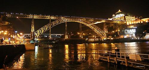 Vista noturna da Ponte Luís I