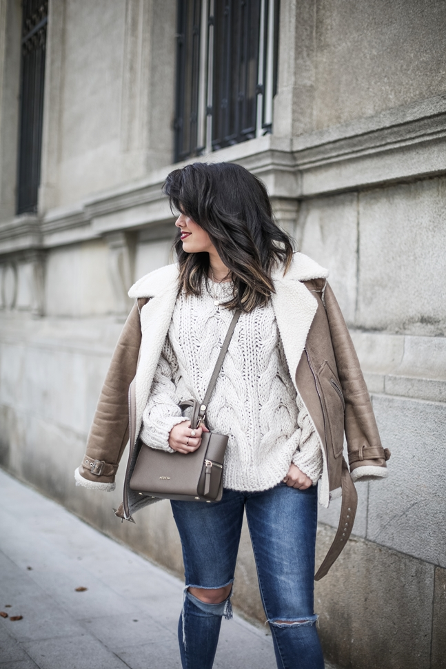 Ripped-jeans-La-Redoute-White_Knit-Snake_Effect_Booties-Acosta-Carmen-_Bag-Outfit-Street_Style3