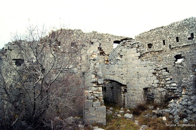 Внутри укрепления