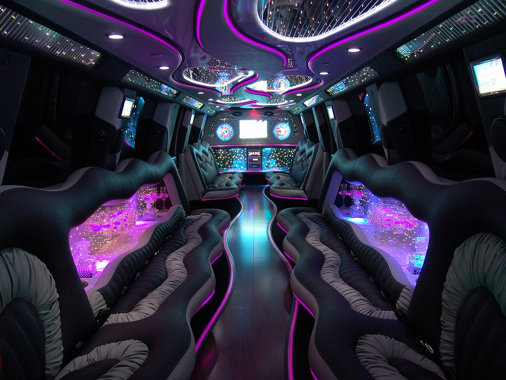 interieur-limousine-hummer | TNS Sofres | Flickr