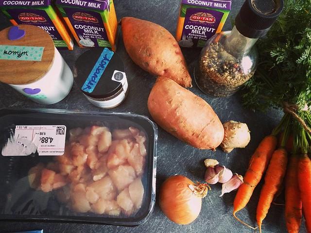 We maken een kokossoepje 🎆 #mealprep #lunch #currentlycooking #soep #maaltijdsoep #gezondleven #gezond #gezondeten #soup #paleo #paleofood #lactosevrij #lactosefree #puureten #glutenvrij #glutenfree #puurderleven #foodstagram #instafood #indekeu