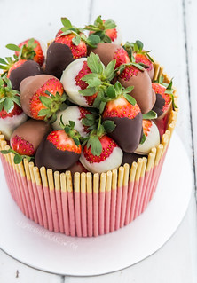 Strawberry Pocky Cake with Chocolate-Dipped Strawberries | by raspberri cupcakes