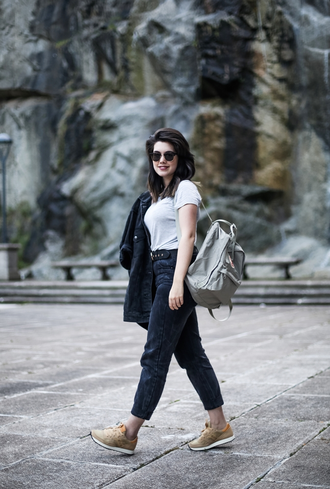 basic look with mom jeans saucony originals sneakers and kanken fjallraven4
