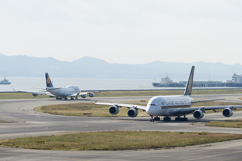 Singapore Airlines 9V-SKD and Lufthansa D-ABVO | by kuni4400