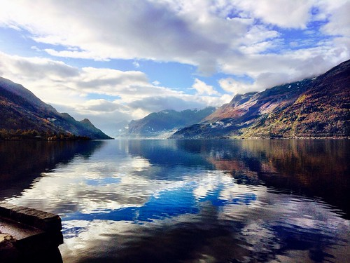 #fall #norway #mountain #fjords #nature | by Camillaen