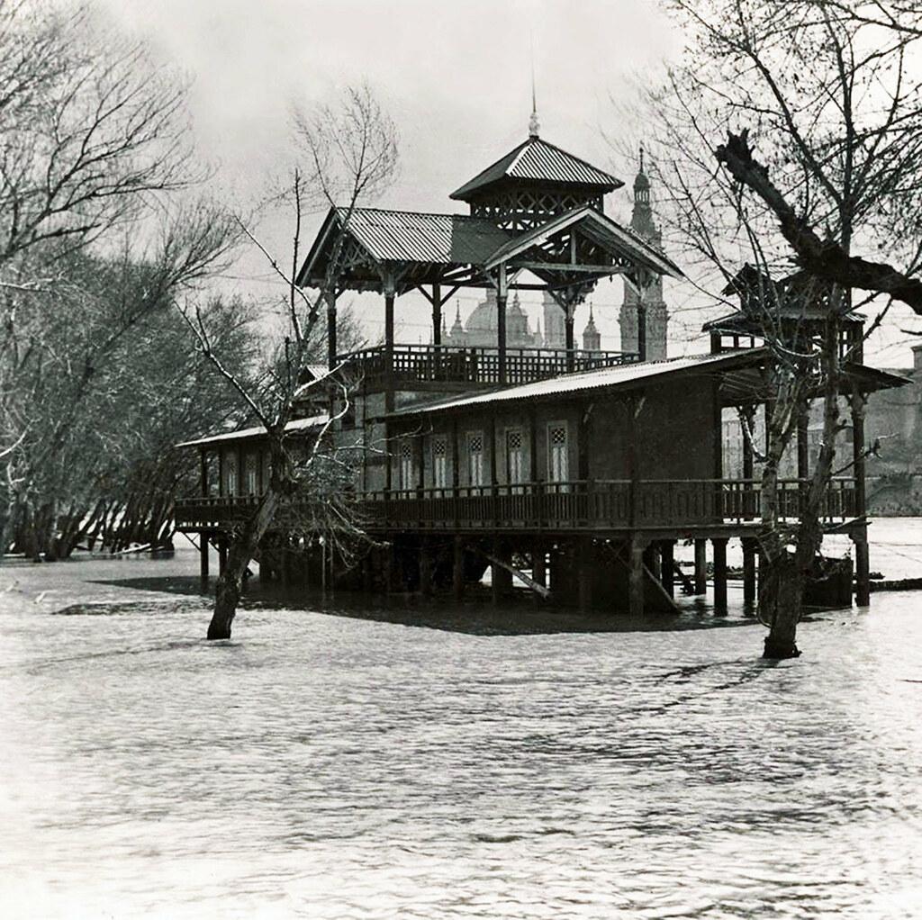 Baños públicos 1930 | Foto colección Luis Rasal, 1930. Edifi… | Flickr