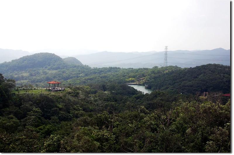 觀景台俯瞰情人湖