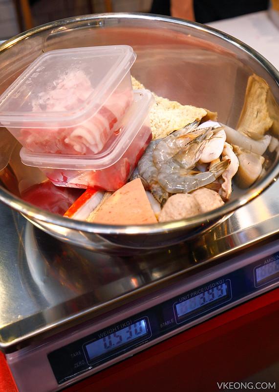 Hotpot Kitchen Weighing Seafood