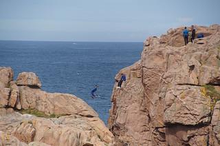 080 Jongens die van rosten springen