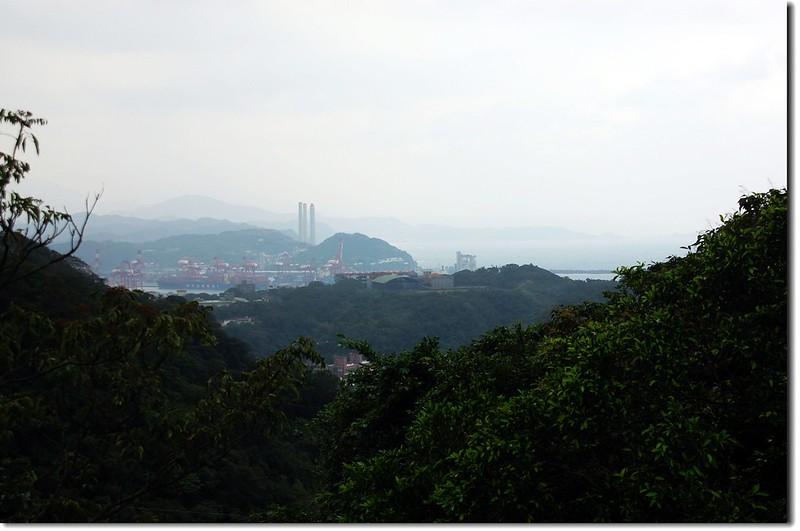 槓子寮山俯瞰基隆港