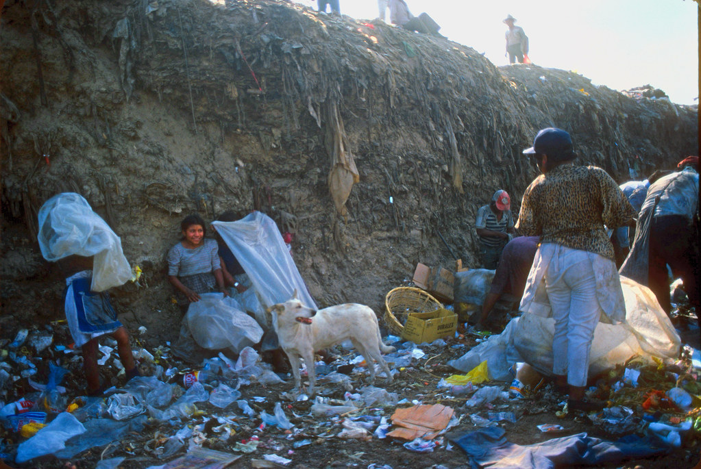 Children working at the dump, Guatemala, 1987-89 -123 | by Marcelo  Montecino