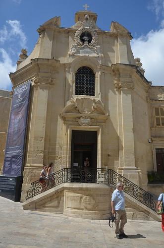 Blick auf die Vorderfront der Kirche zur heiligen Lady of Victory