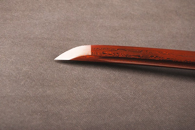 Japanese-samurai-sword-blue-blade-tip