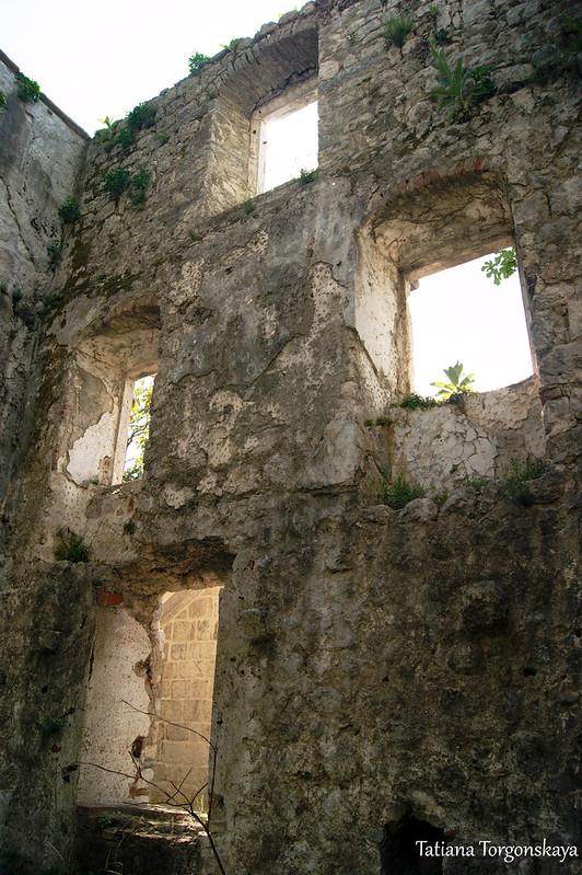 Стена дворца
