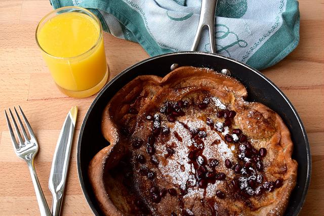 Gingerbread & Pomegranate Dutch Baby Pancake | www.rachelphipps.com @rachelphipps