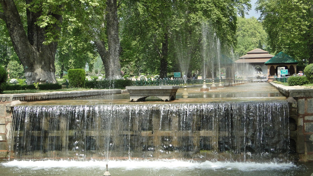 Image result for shalimar garden in srinagar
