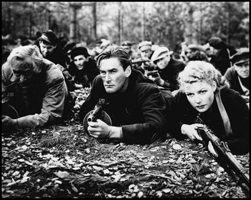 Edge of Darkness - 1943 - screenshot 6