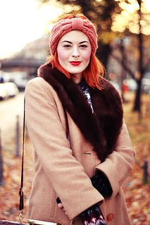 HERBST_OUTFIT_BLOG_BERLIN_VINTAGE_MANTEL_STIRNBAND_ROTE_HAARE_KUPFER_KLEIDERMARKT_2ND_HAND_NORWEGER_PULLOVER_PRIMARK_VINTAGE_MAKEUP_MAKE_UP_BEAUTY_DIP_BROW_POMADE_EYEBROWS_PIN_UP_BERLIN_ROCKABILLY | by microphoneheart