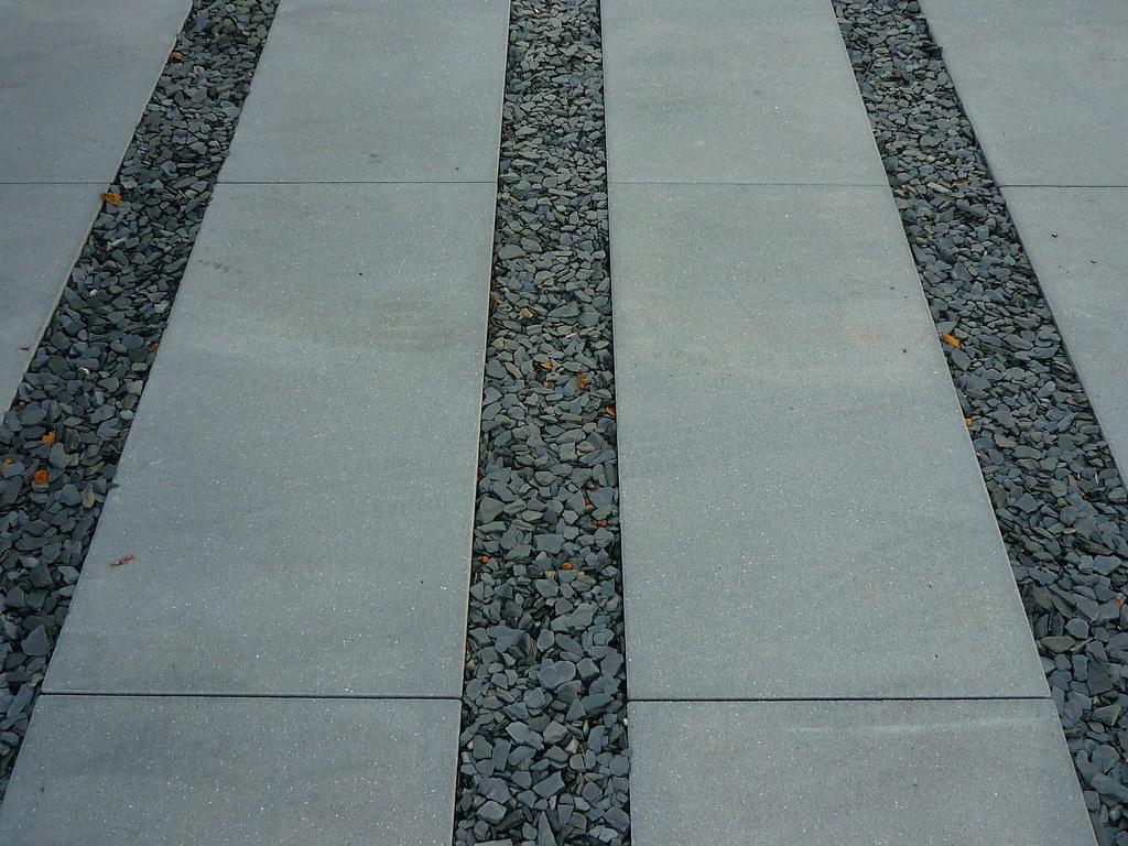 Betonplatten Schiefer Wwwjoergkasparicomhausgartenno Flickr - Betonplatten dunkelgrau