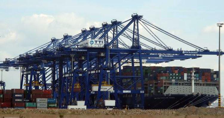 ttia barco contenedores puerto 11