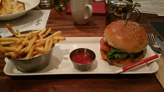 2016-Nov-9 - Earls Restaurant (Metrotown) - Vegetarian Burger