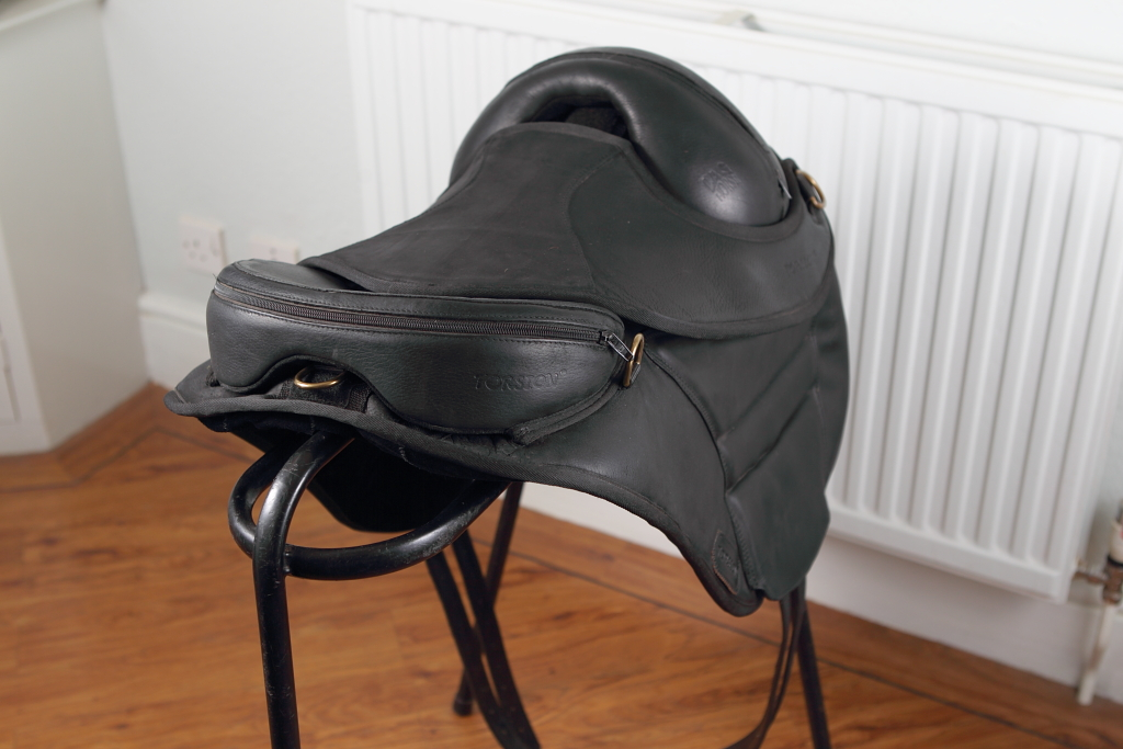 torsion treeless saddle. this torsion treeless saddle by lag horse 16\