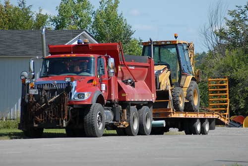 Lanark County 23 05 International 7600 Snowplow Dump Truck