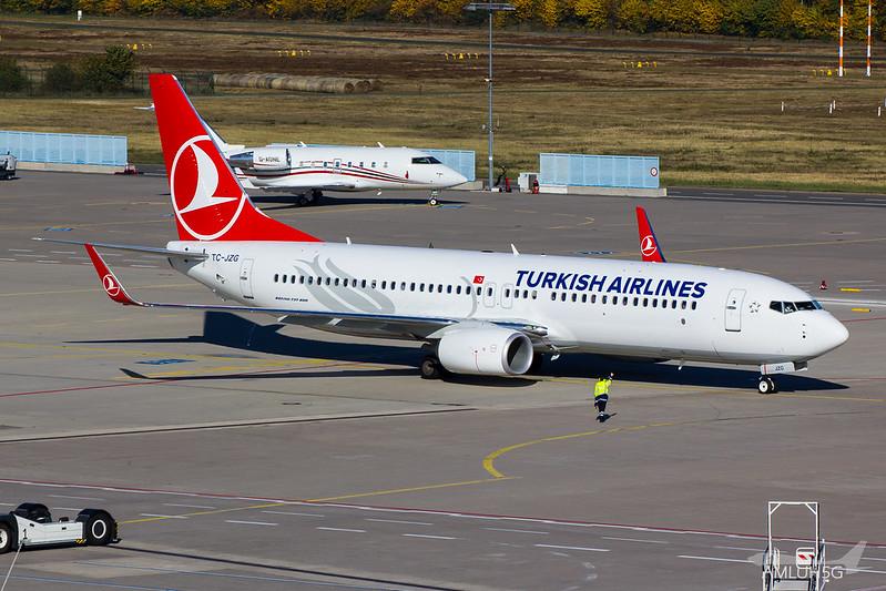 Turkish Airlines - B738 - TC-JZG (1)