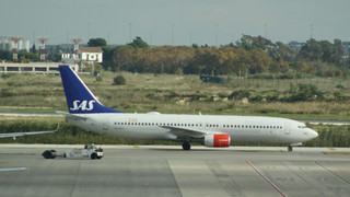 SAS Boeing737-883 LN-RCX Barcelona Airport | by Jonathan Winton Photography