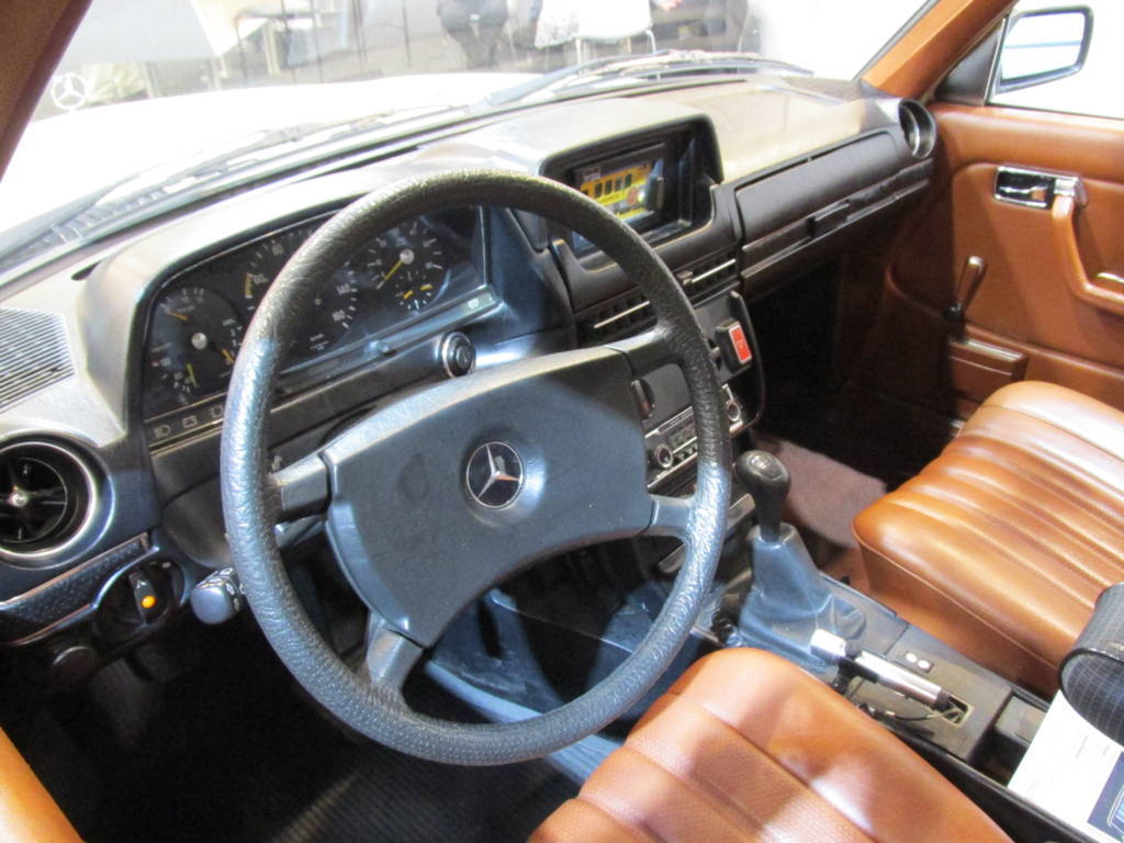 Mercedes-Benz W123 Taxi, dashboard and interior | granada-uwe | Flickr