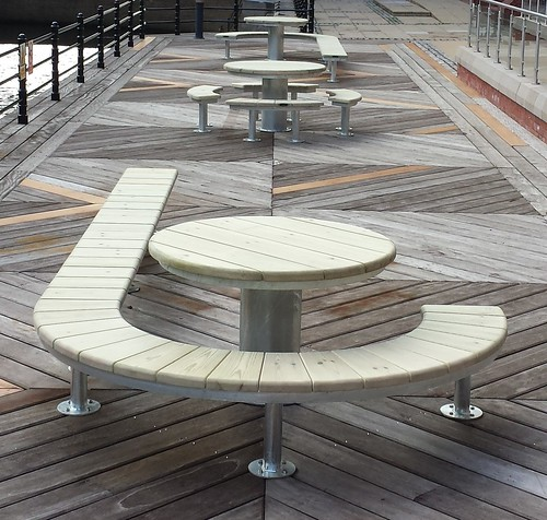 Urban Modern Curved Street Furniture By