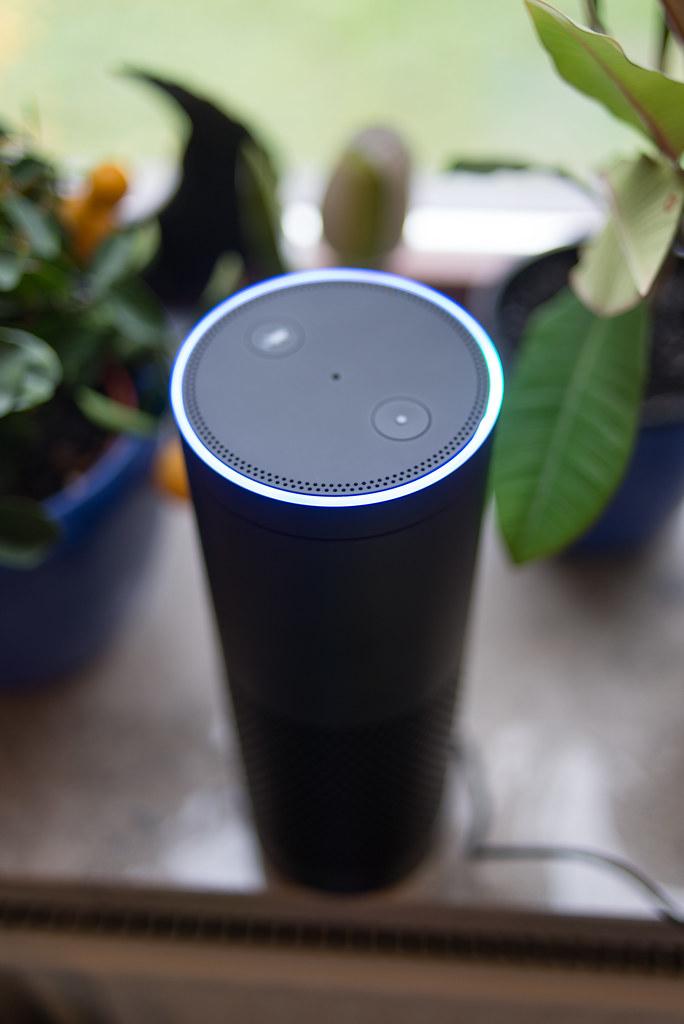 30492017770 58450b5f69 b - Waarom Amazon Echo nog niet is waar het moet zijn