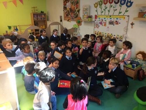 4a leest voor in de kleuterschool